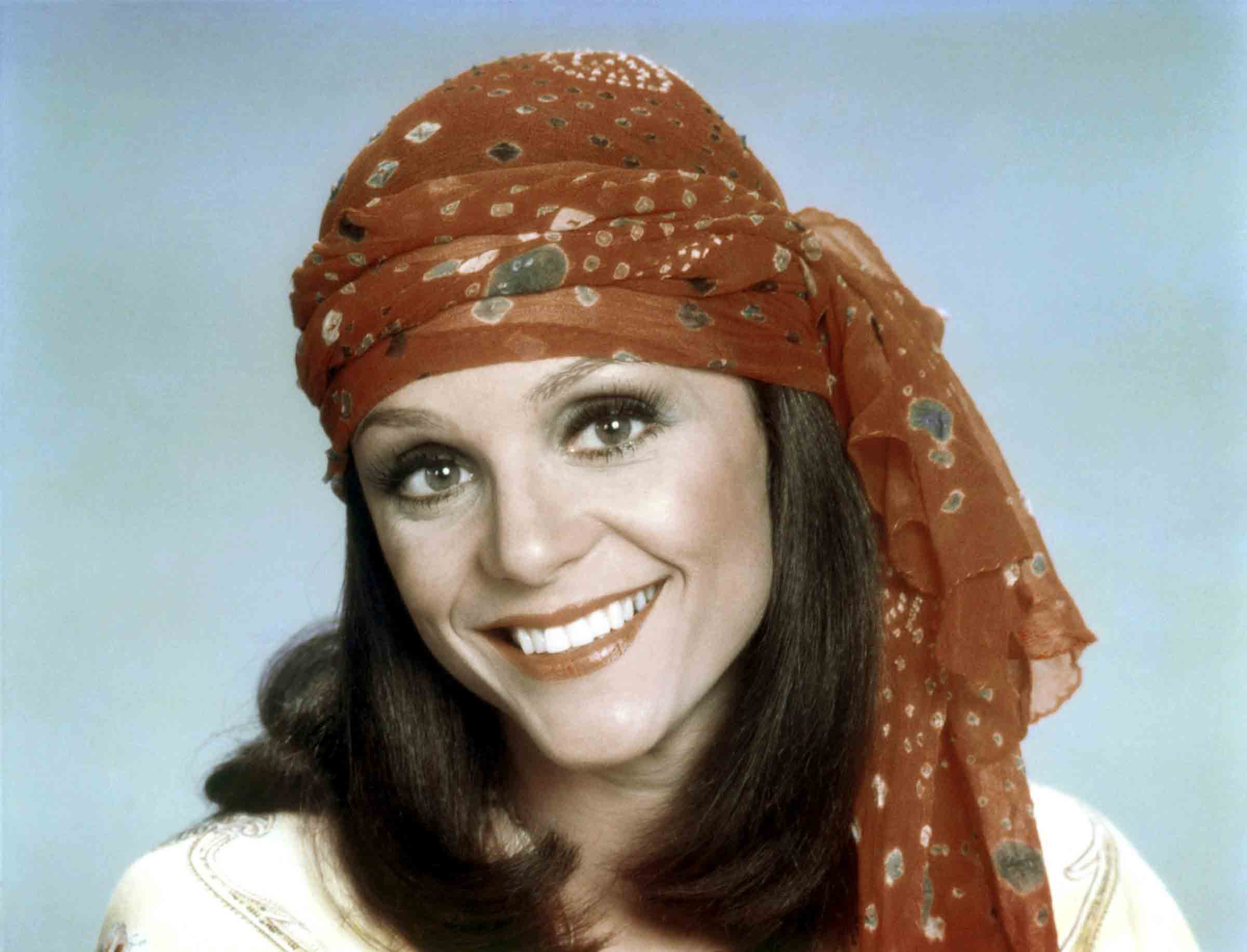 Harper's Rhoda headscarf—seen here in a mid-1970s publicity still from the show—became her signature look