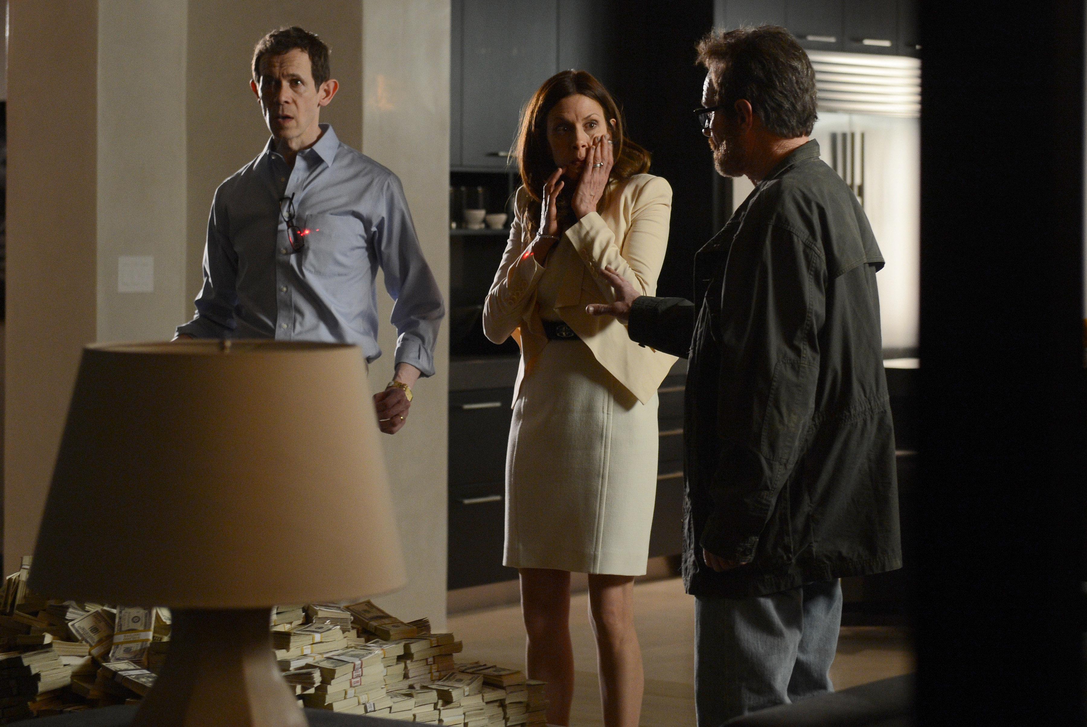 Adam Godley as Elliott Schwartz, Jessica Hecht as Gretchen Schwartz and Brayn Cranston as Walter White in Breaking Bad Season 5, Episode 16