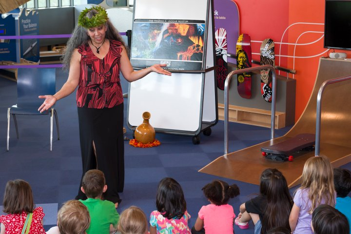 Woman teaching children at the Museum of American Indians in New York.