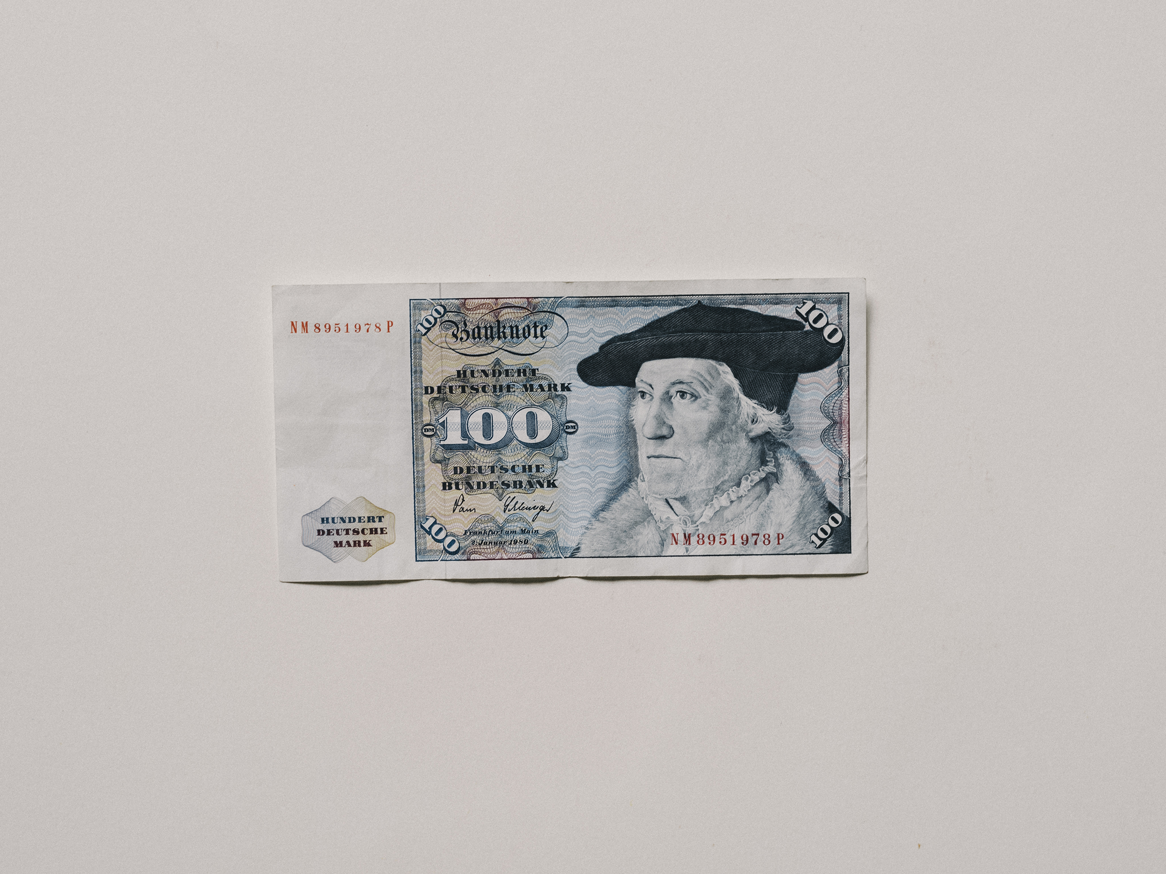 A 100 Deutsche Mark bill.