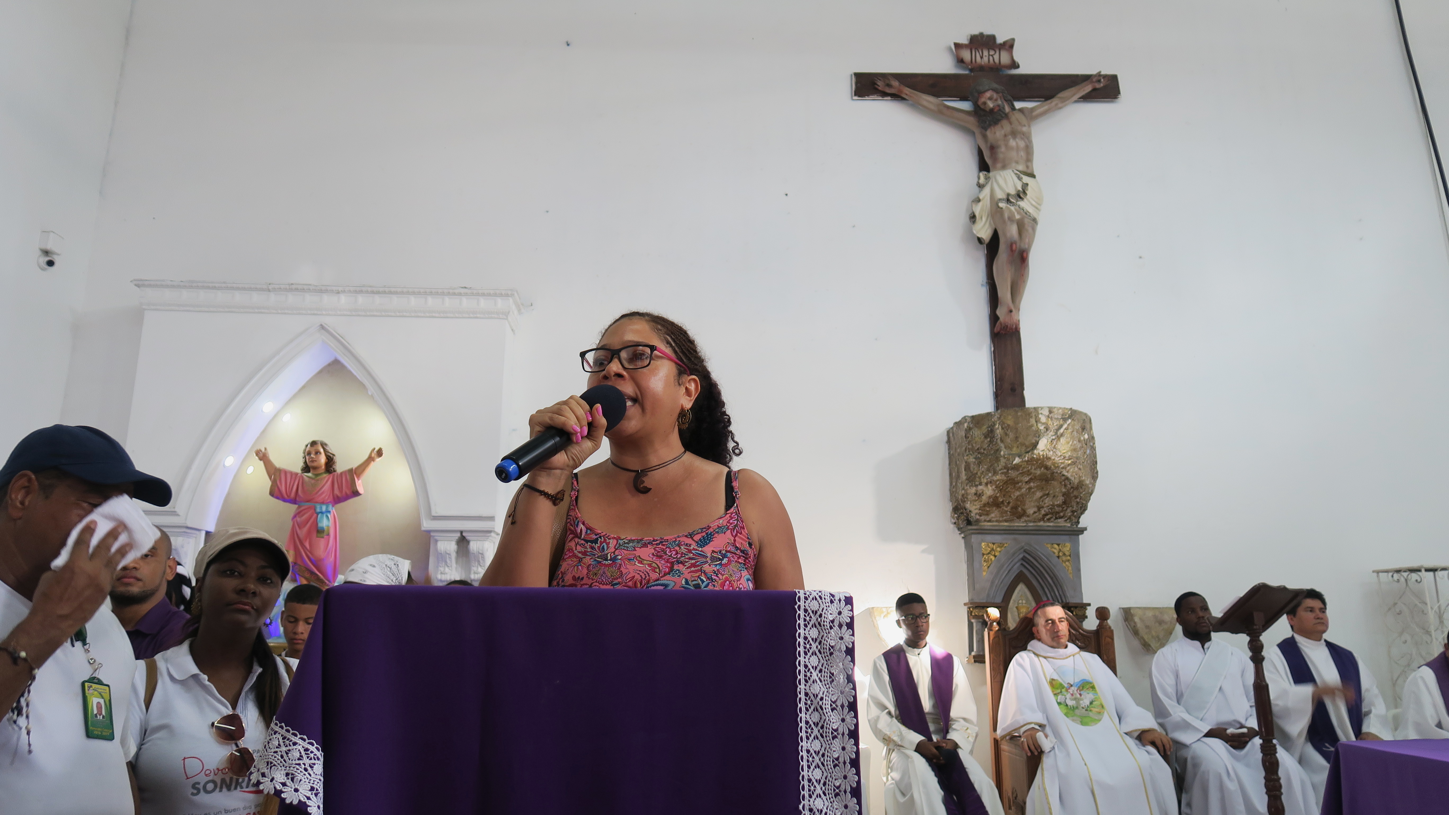 Danelly Estupiñán of the Proceso de Comunidades Negras (PCN) speaks at the funeral of a young girl who as murdered in Buenaventura, Colombia.