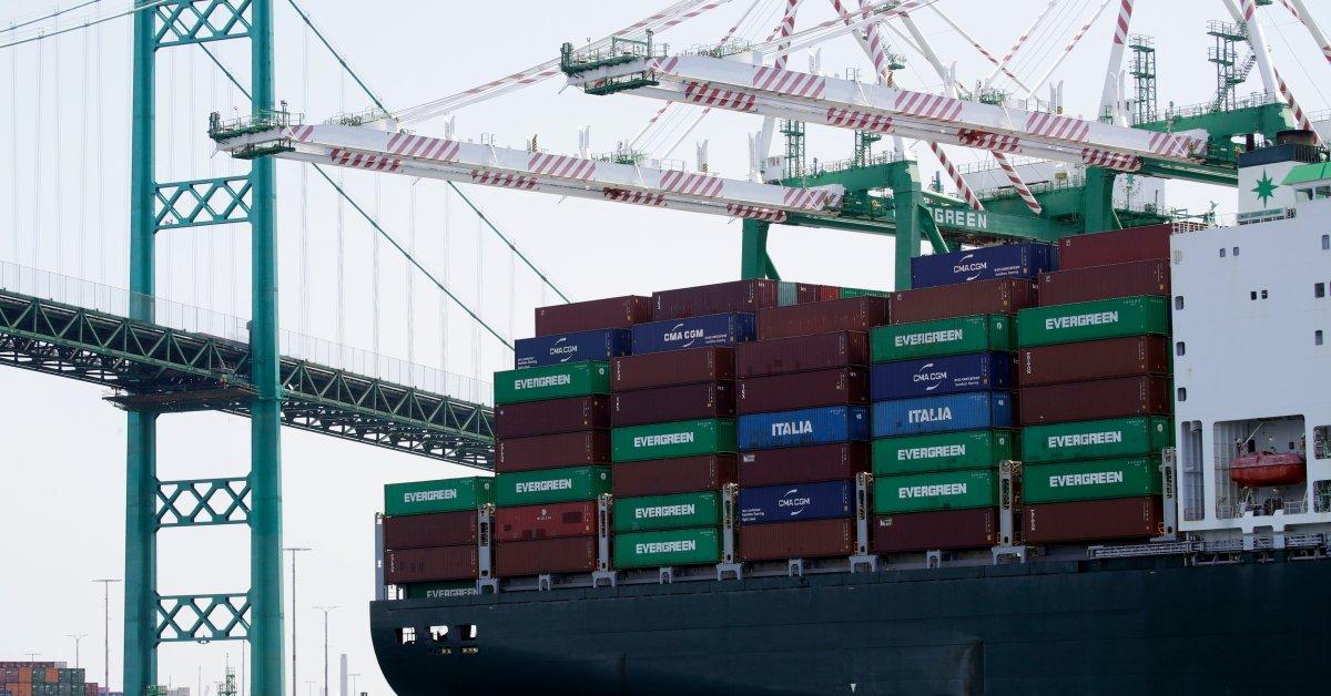 Экономика США выглядит прочной, несмотря на риски от торговой войны thumbnail