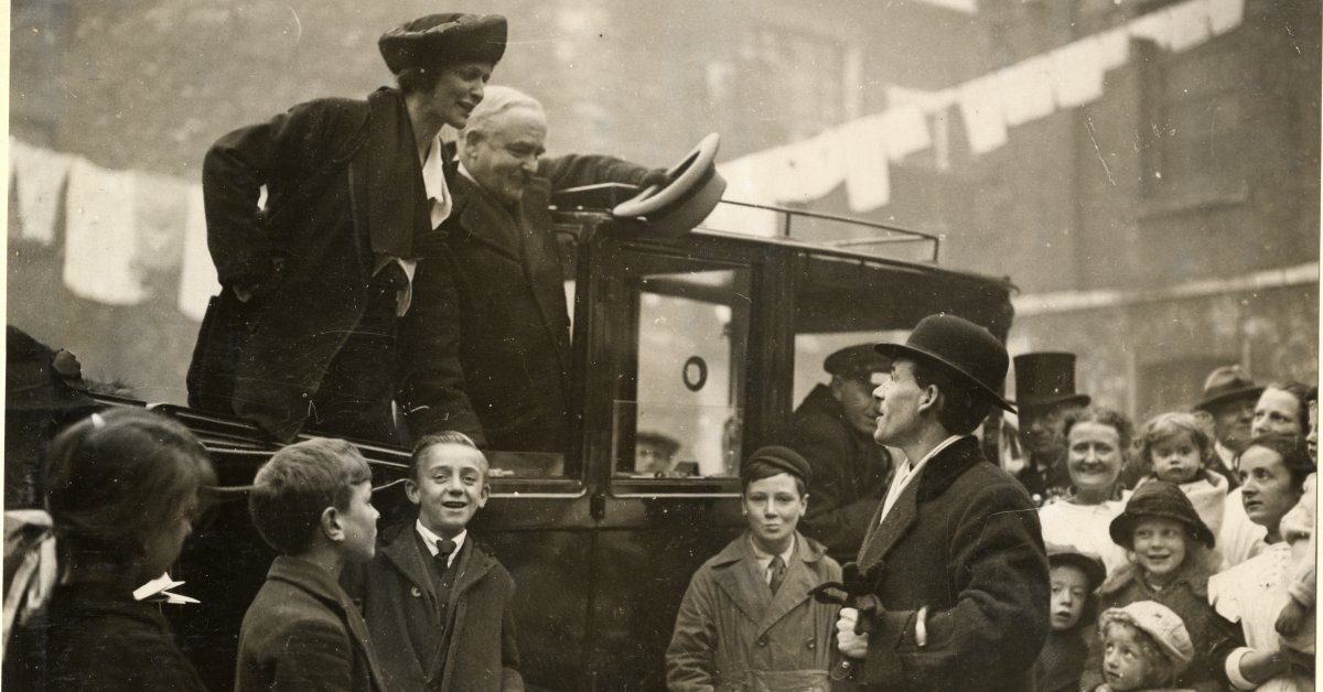 Спустя столетие после того, как леди Астор заняла свое место в парламенте, как изменилась британская политика для женщин? thumbnail