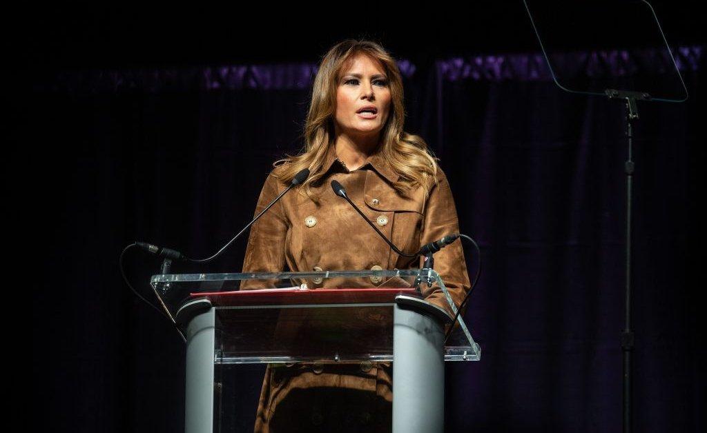 Первая леди Мелания Трамп освистала во время выступления на молодежном саммите в Балтиморе thumbnail