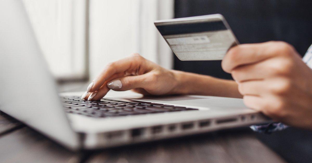 Продажи в Черную пятницу достигли рекордной отметки в 7,4 миллиарда долларов, так как все меньше покупателей посещают магазины thumbnail