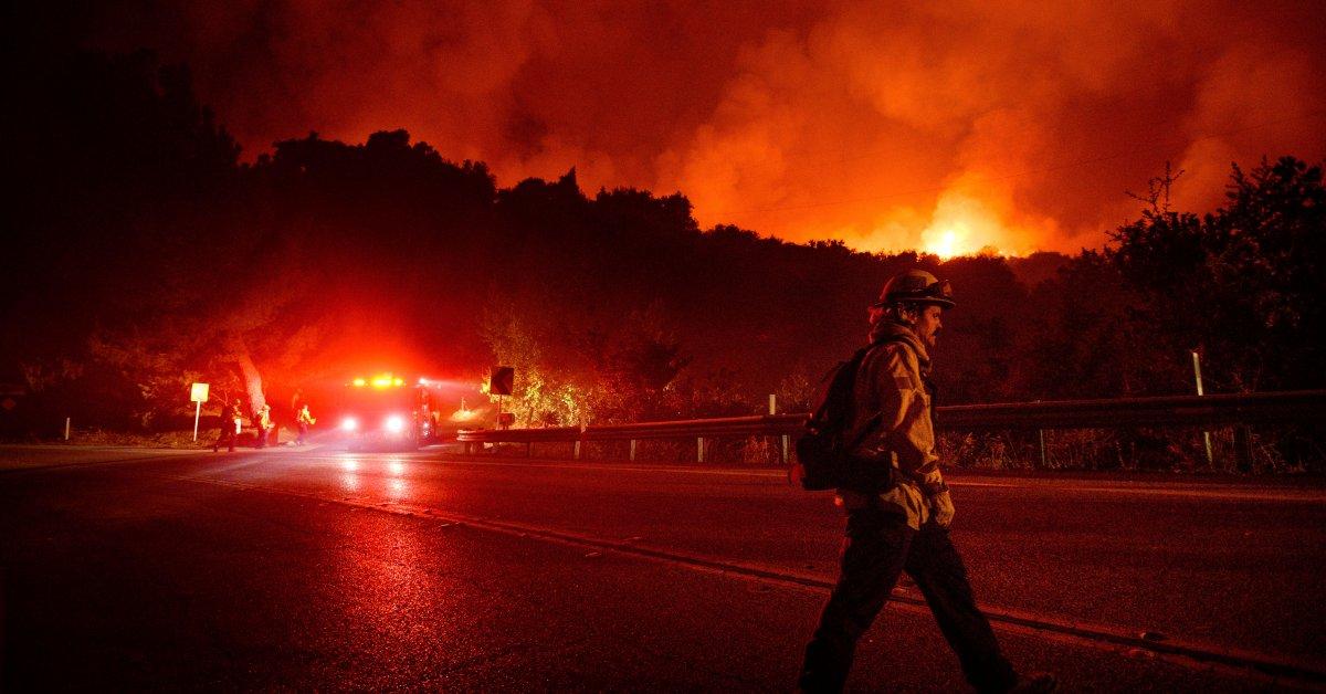Большинству из 5500 эвакуированных в Калифорнии лесных пожаров возле Санта-Барбары разрешено вернуться домой thumbnail
