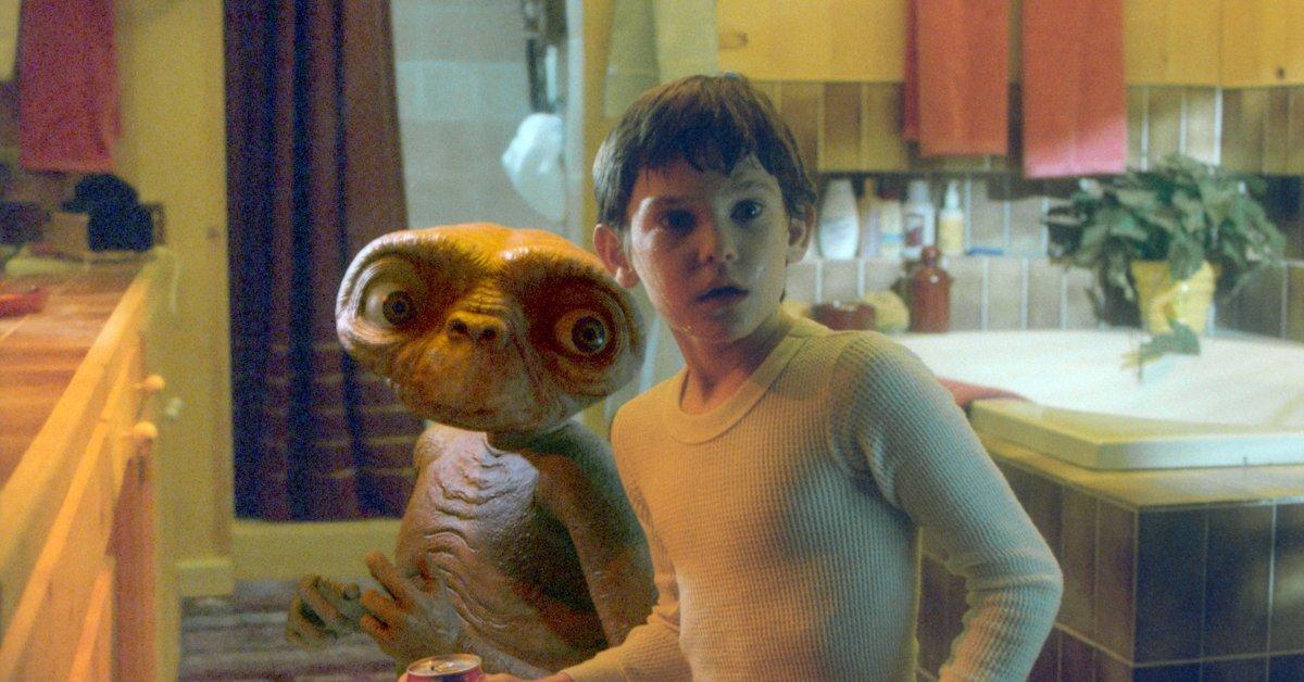 Инопланетянин и Эллиот воссоединение к праздникам - это подарок, который вы не знали, что вам нужно thumbnail