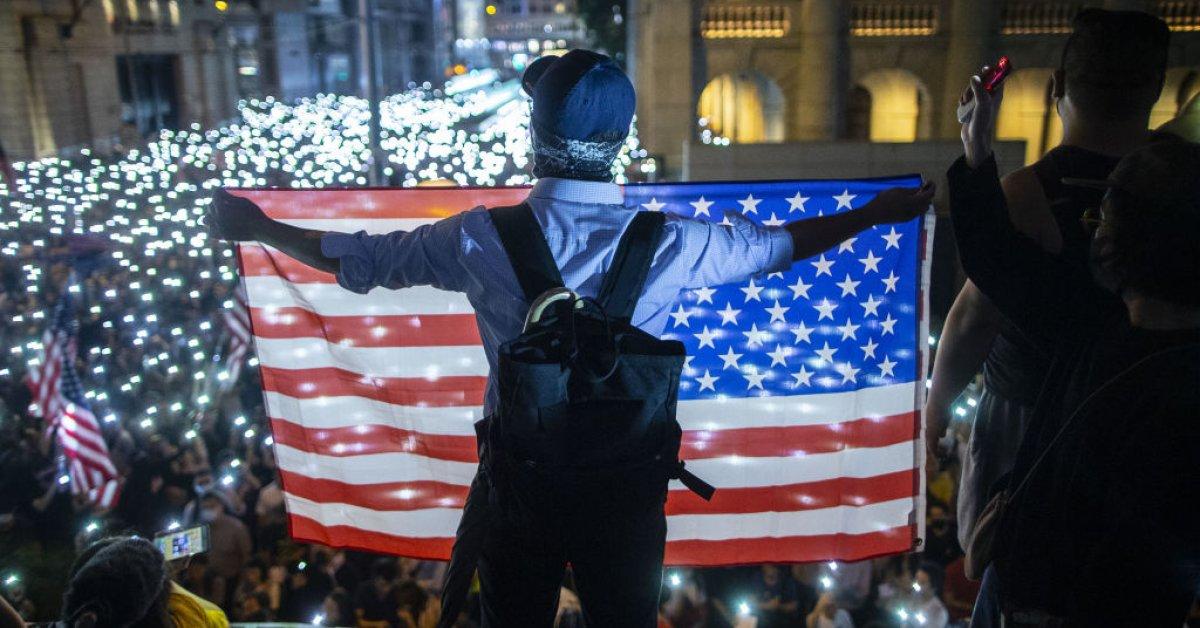 Трамп подписывает закон о защите прав человека в Гонконге на фоне продолжающихся акций протеста thumbnail