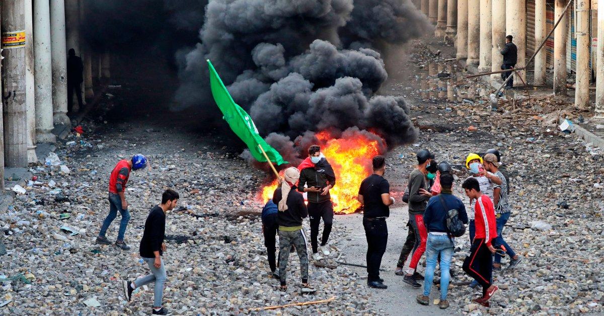 Сорок иракских протестующих за 24 часа убиты как спирали насилия thumbnail