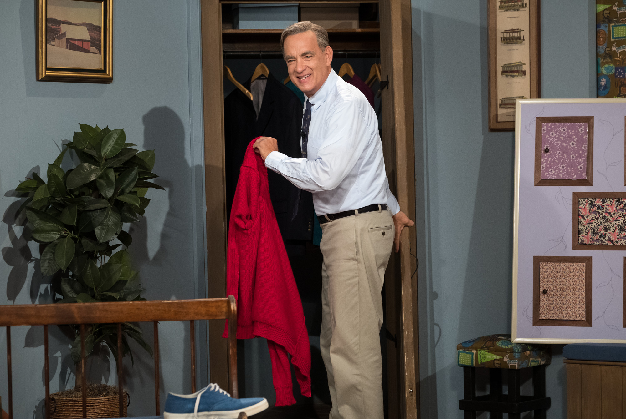 Tom Hanks stars as Mister Rogers in 'A Beautiful Day in the Neighborhood.'