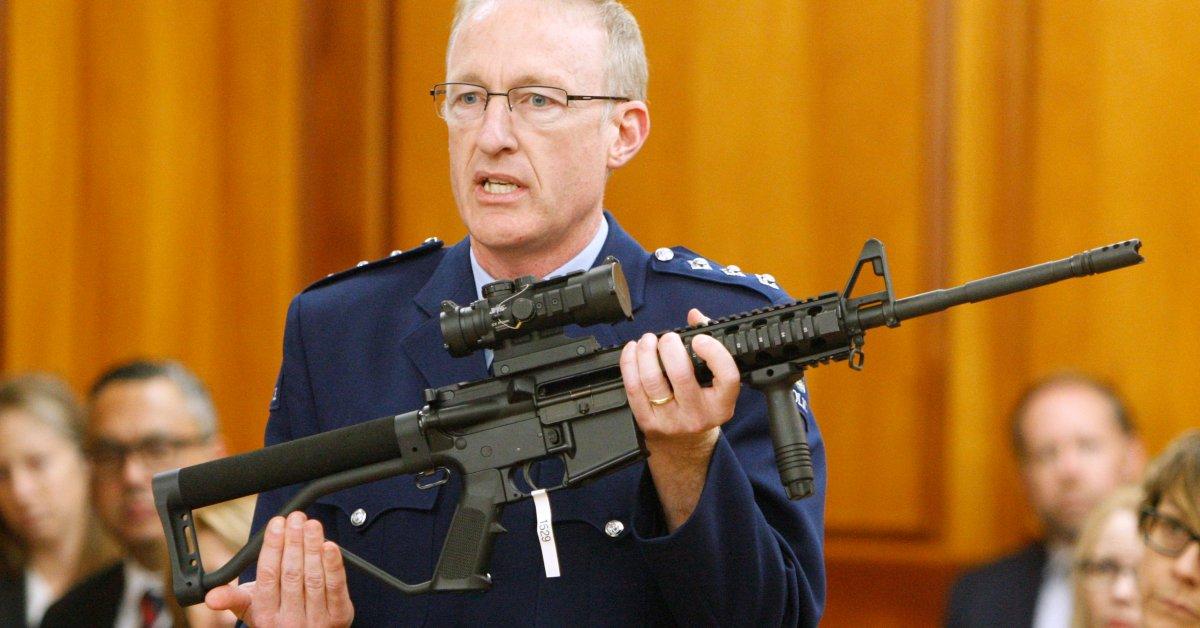 Новозеландцы сдали 50 000 единиц оружия после запрета штурмового оружия thumbnail