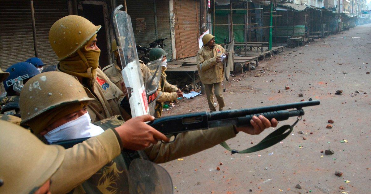 Северный индийский штат навязывает локаут после смертельных протестов thumbnail