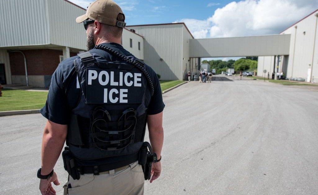 ICE и IRS обыскивают латиноамериканские продуктовые магазины в районе Атланты, 3 взяты под стражу thumbnail