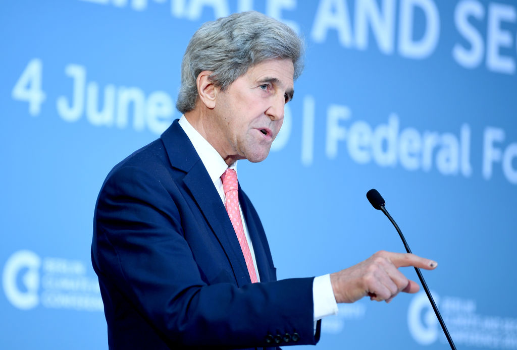 04 June 2019, Berlin: John Kerry, former US Secretary of State, speaks at the Berlin Climate and Security Conference.