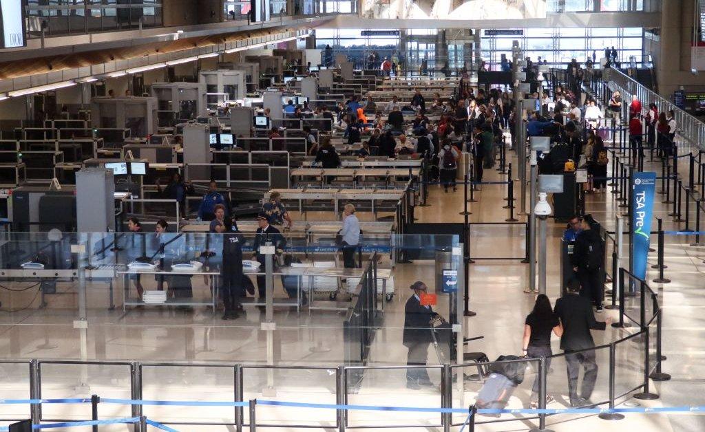 Чиновники Калифорнии предупреждают путешественников через LAX о возможном воздействии кори thumbnail