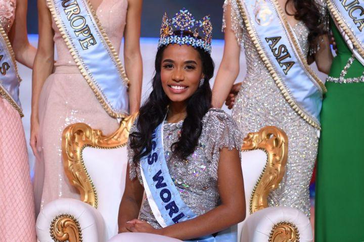 С победой Мисс Ямайки в Мисс Мира, Чернокожие женщины получили пять самых больших титулов конкурса красоты в мире thumbnail
