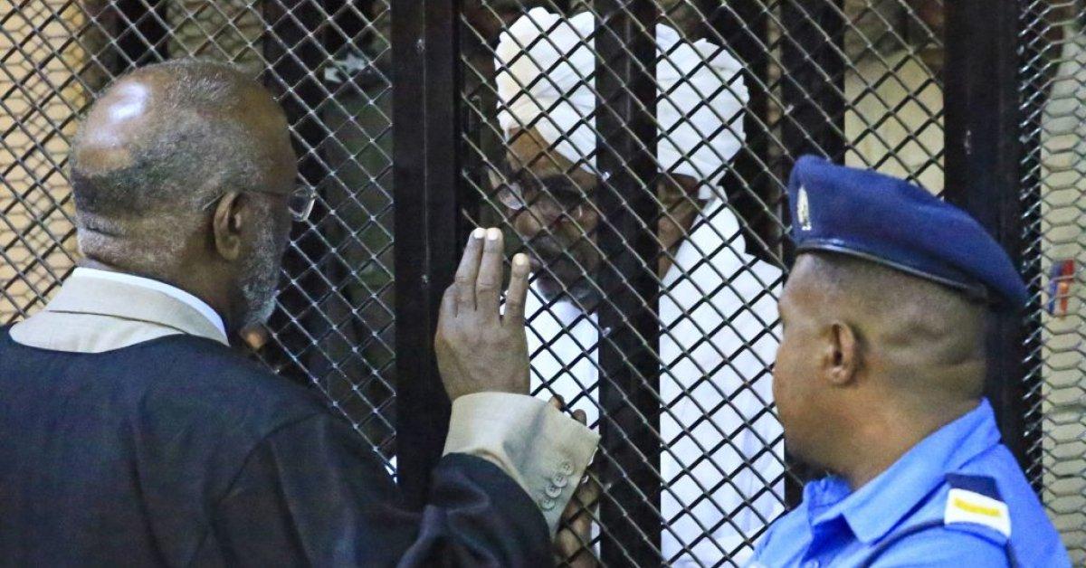 Бывший президент Судана Омар Аль-Башир приговорен к 2 годам лишения свободы за коррупцию thumbnail