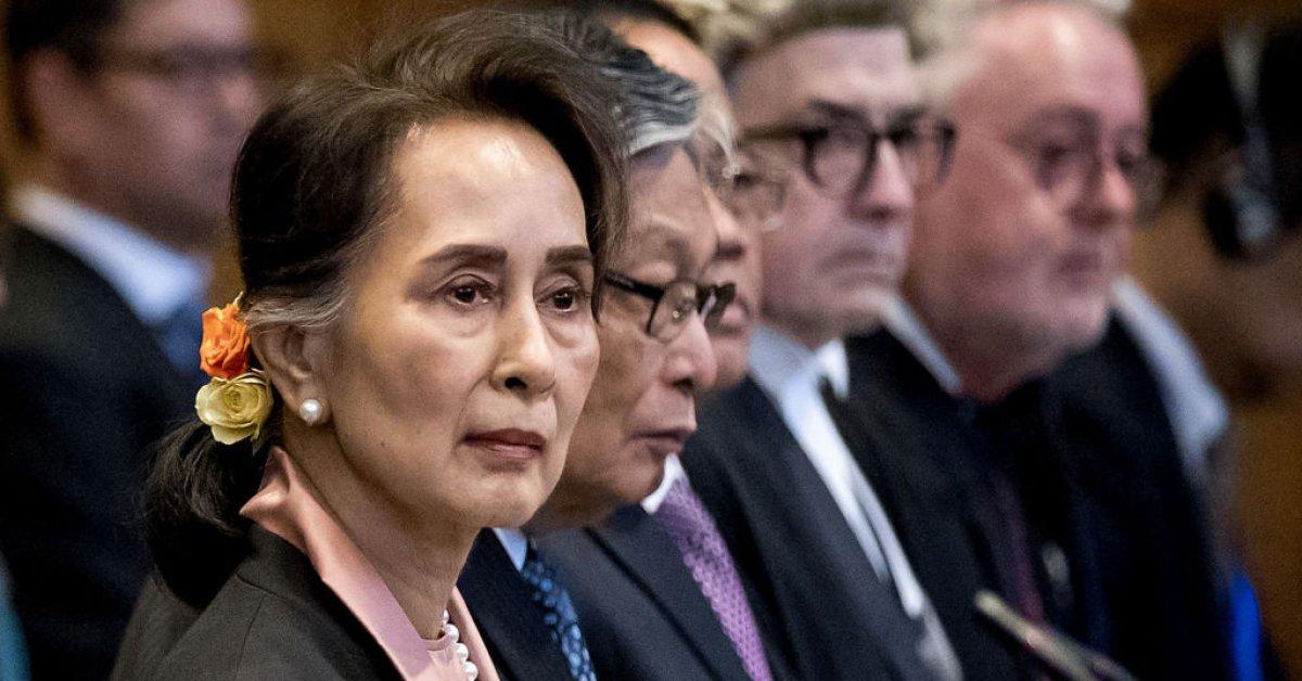 Аунг Сан Су Чжи защищает Мьянму от обвинений в геноциде рохингья в Гааге thumbnail