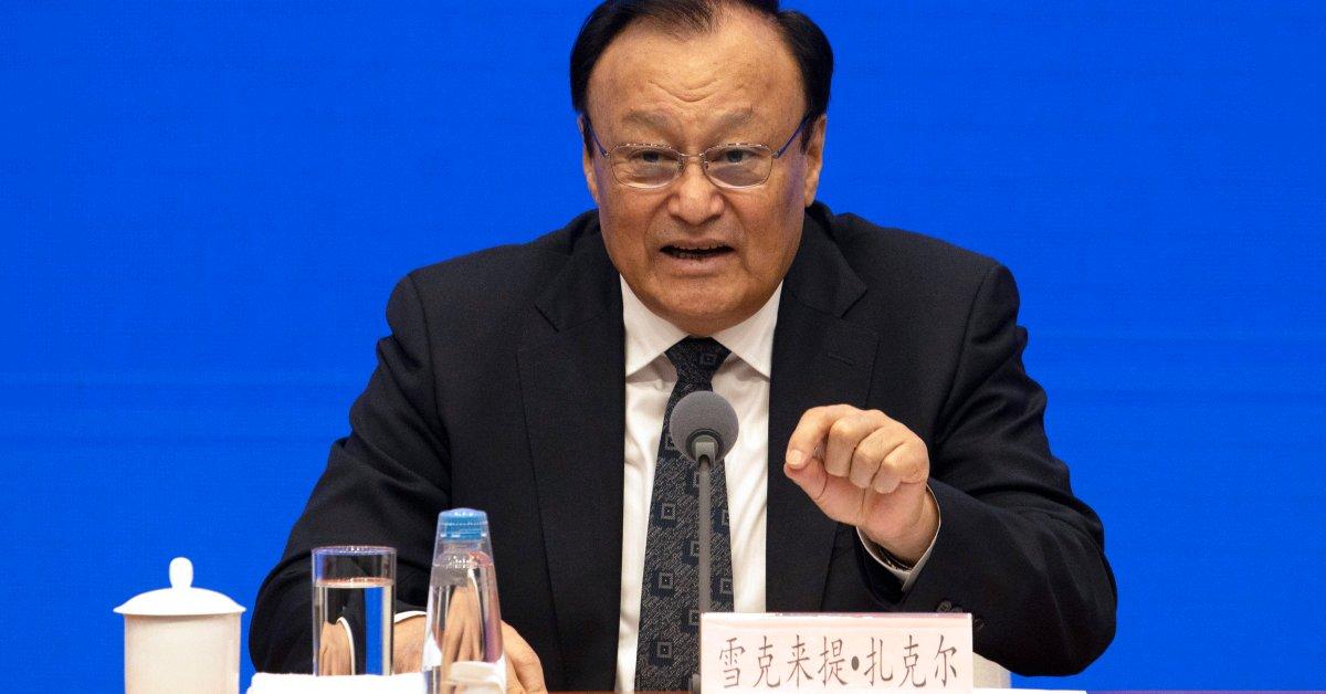 Китай заявляет, что все в лагерях Синьцзяна «закончили» thumbnail