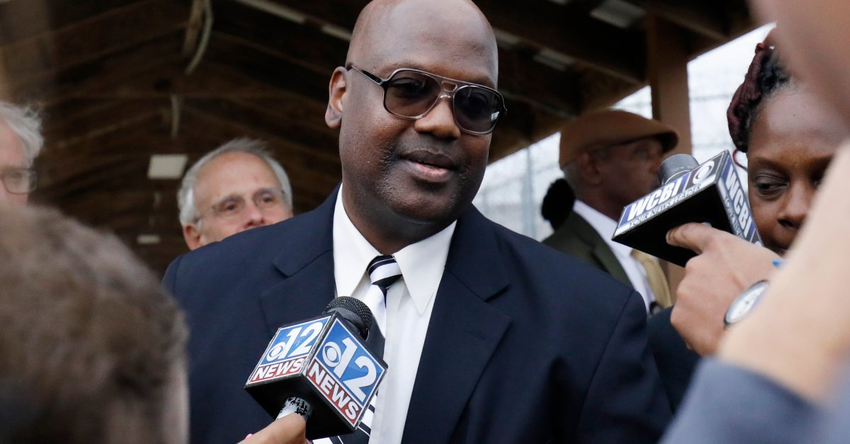 Curtis Flowers Released on Bond After Supreme Court Overturns Death Penalty Conviction for Racial Bias thumbnail