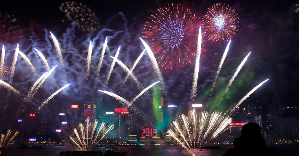 Знаменитый новогодний фейерверк в Гонконге - последнее крупное событие, отмененное из-за страхов протеста thumbnail
