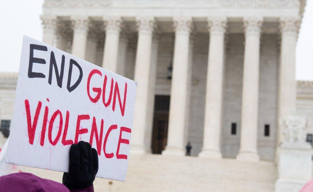 «Много поставлено на карту»: Верховный суд почти за десять лет взвешивает первое крупное дело о правах на оружие thumbnail