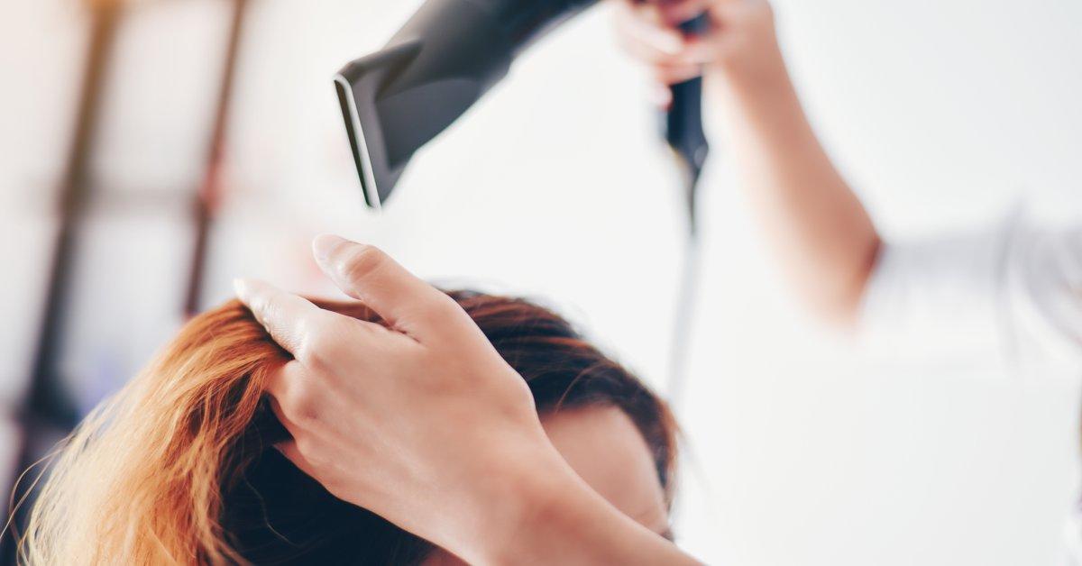 Как утверждают в исследовании, постоянные краски для волос и химические выпрямители могут быть связаны с раком молочной железы thumbnail