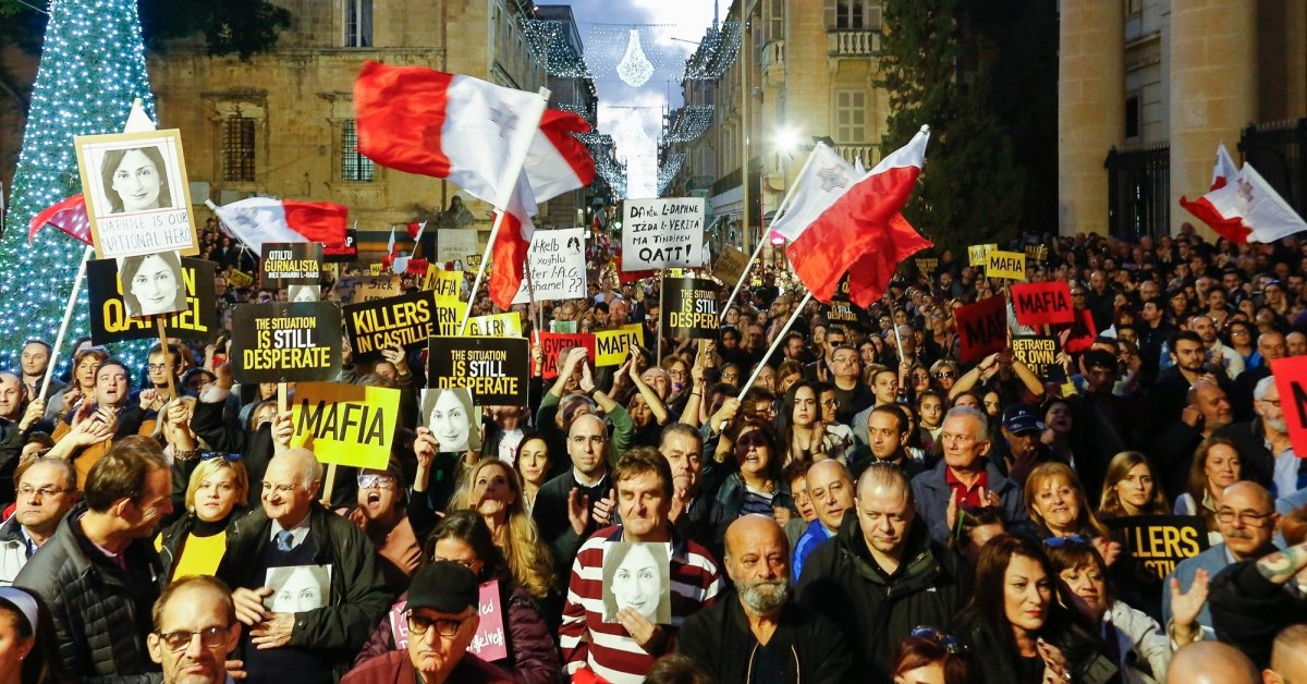 Премьер-министр Мальты подаст в отставку на фоне протестов по поводу смерти журналиста thumbnail