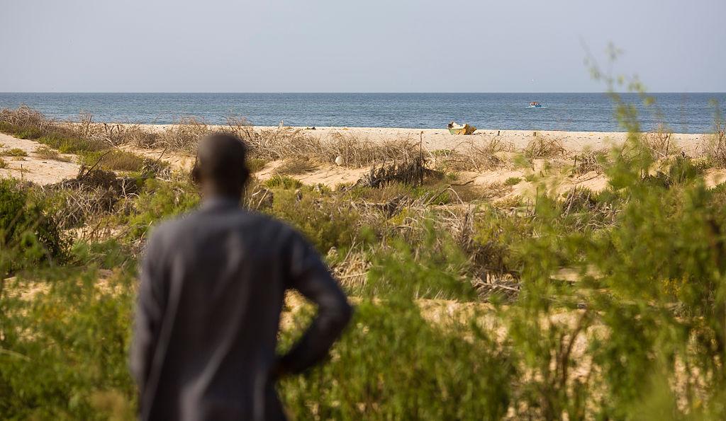 58 человек погибли после опрокидывания лодки из Мавритании, США thumbnail