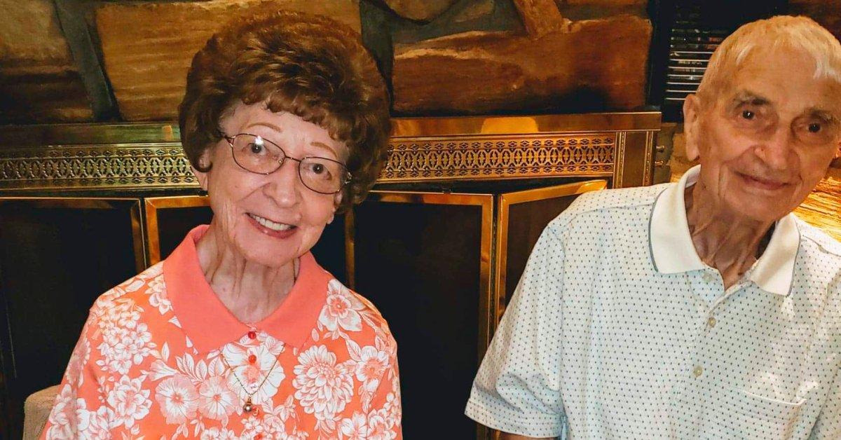 Супружеская пара из Мичигана вышла замуж за 70 лет и умерла всего за 20 минут thumbnail