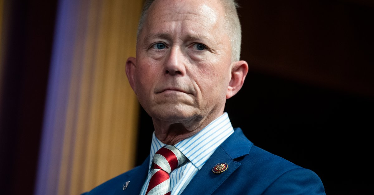 Ожидается, что демократический конгрессмен переключится на верность Республиканской партии в связи с угрозой импичмента thumbnail