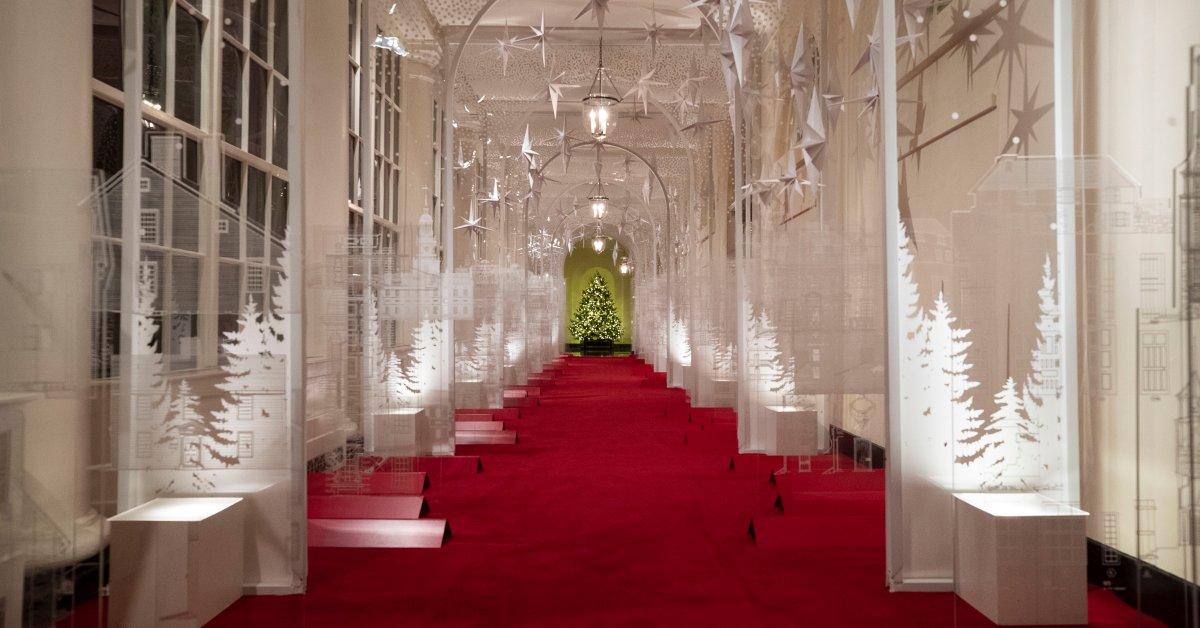 Design Interior Rumah Type 27  melania trump reveals white house christmas decorations 2019