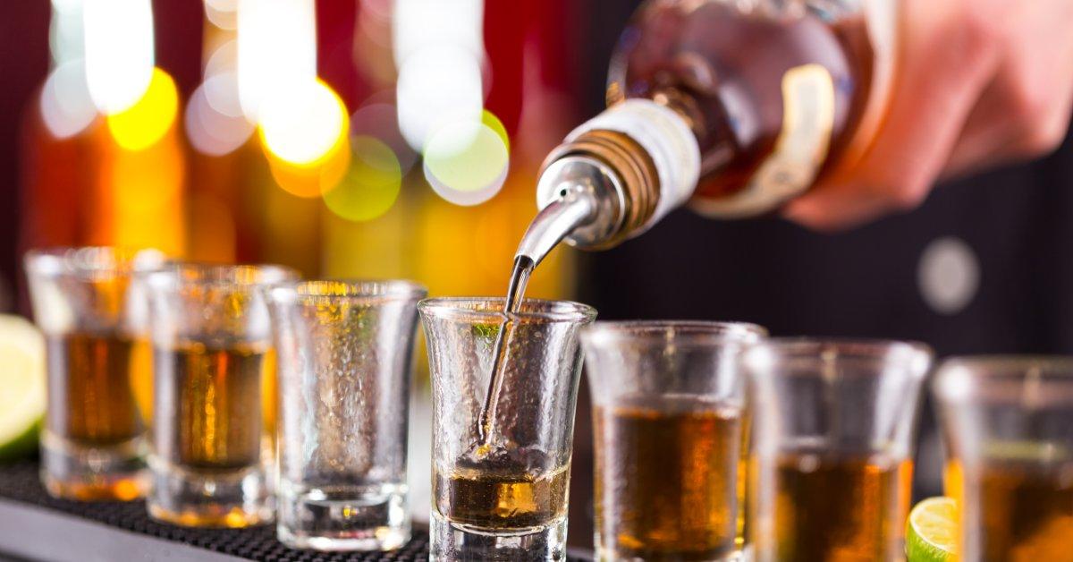 Питьевая смертность в США удвоилась за 2 десятилетия с более быстрым темпом для женщин: исследование thumbnail