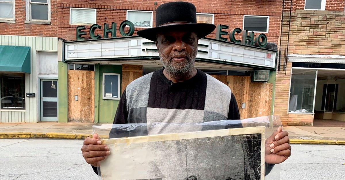 Этот черный проповедник владеет бывшим музеем ККК. Он планирует превратить его в «строение любви» thumbnail