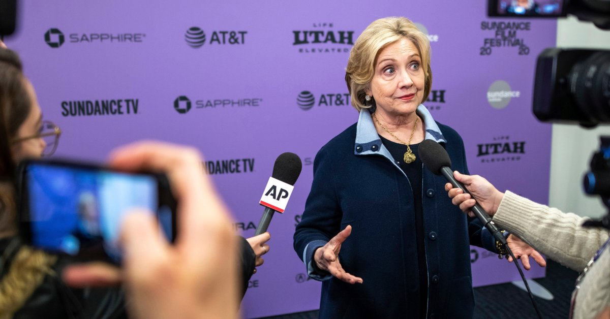 Хиллари Клинтон говорит, что она «сгорела в чучелах», когда решала некоторые вопросы в качестве первой леди thumbnail