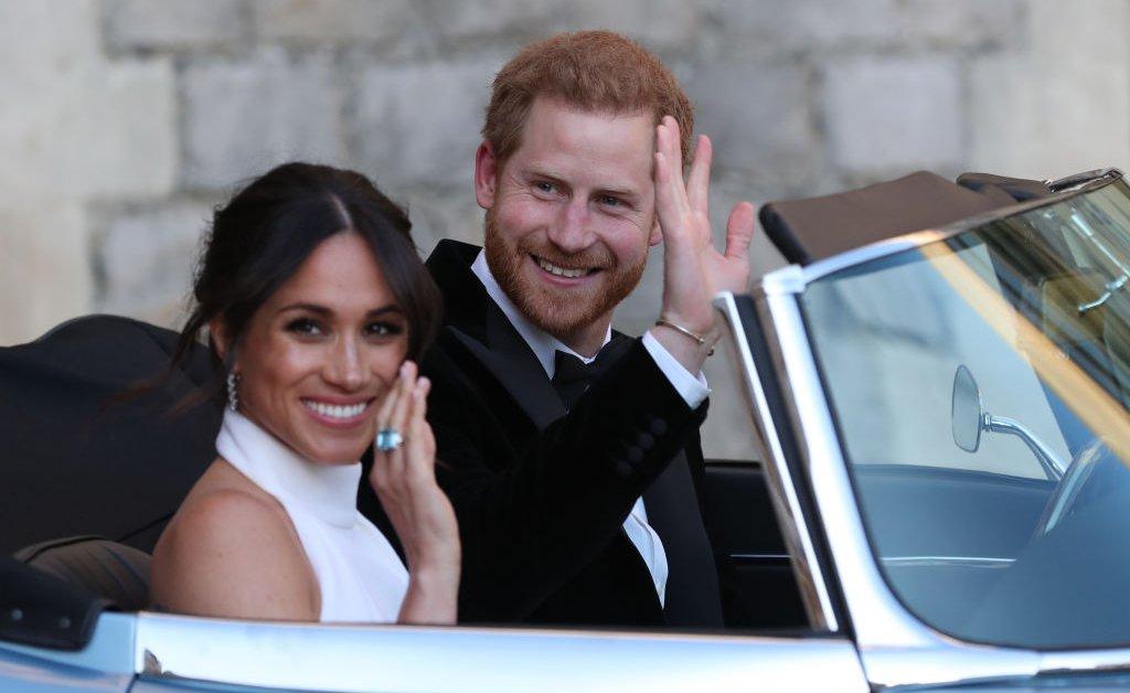 Принц Гарри и Меган Маркл больше не будут использовать свои звания HRH и прекратят получать государственные средства для королевских сборов thumbnail