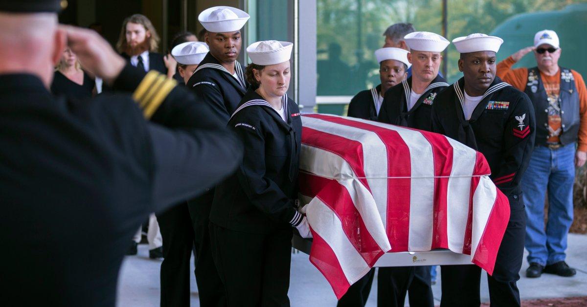 США отправляют домой саудовских военных студентов после смертельной стрельбы на военно-морской базе thumbnail