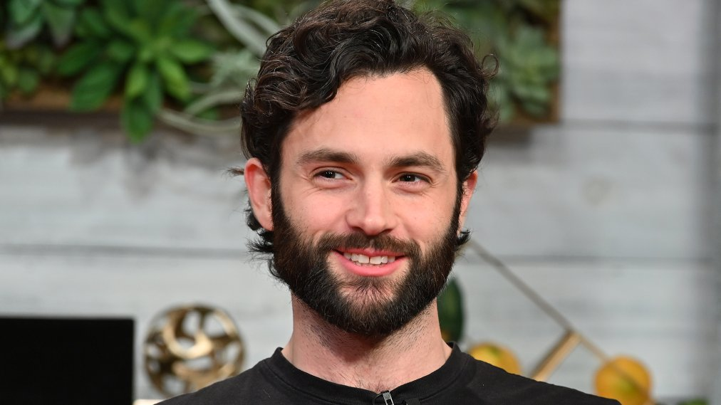 Penn Badgley Has Reviewed Your Memes of You and He Has His Favorites