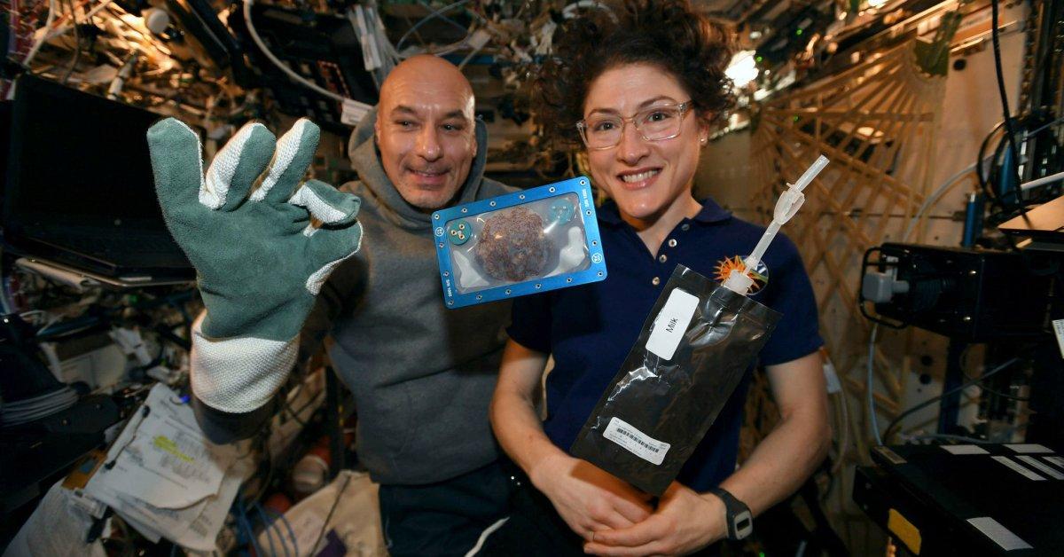 В новаторском эксперименте астронавты испекли печенье в космосе. Но как они на вкус? thumbnail