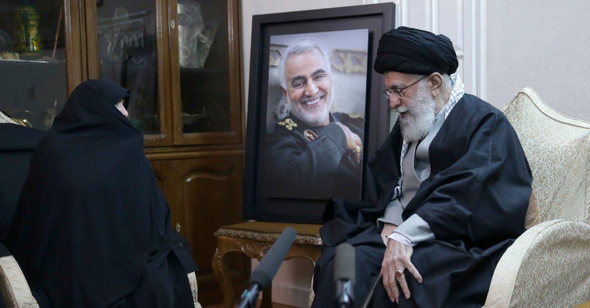 Иран поклялся отомстить США за убийство Касема Сулеймани. Вот что может произойти дальше thumbnail