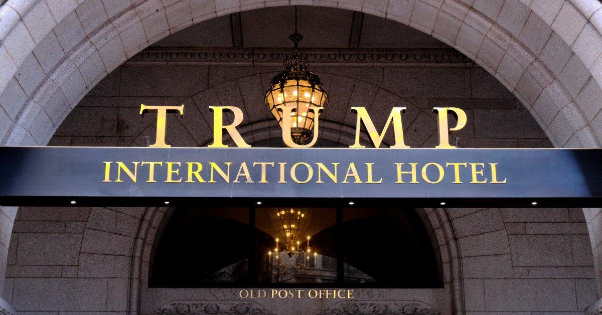 Д.С. подает в суд на вступительный комитет Трампа, утверждая, что он координировал с семьей президента «грубую переплату» за гостиничное пространство thumbnail
