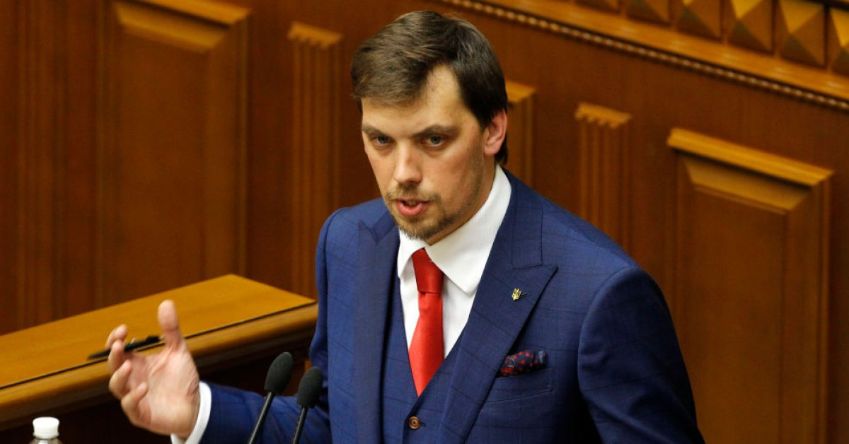 Украинский премьер подал в отставку после того, как его запечатлели с критикой Зеленского thumbnail