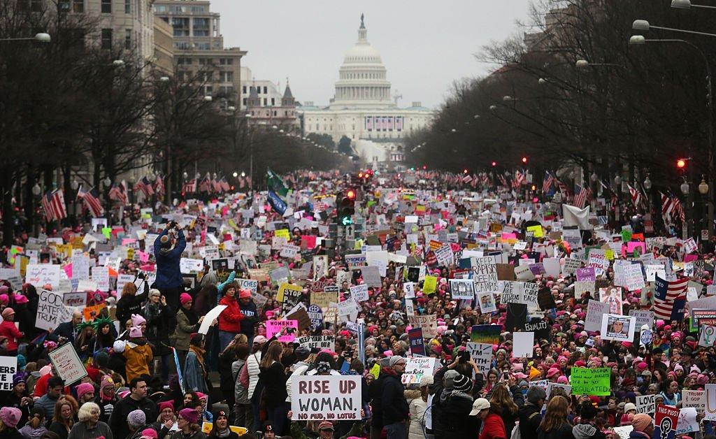 «Мы допустили ошибку». Национальный архив издает извинения за изменение фотографии женщин за март 2017 года thumbnail