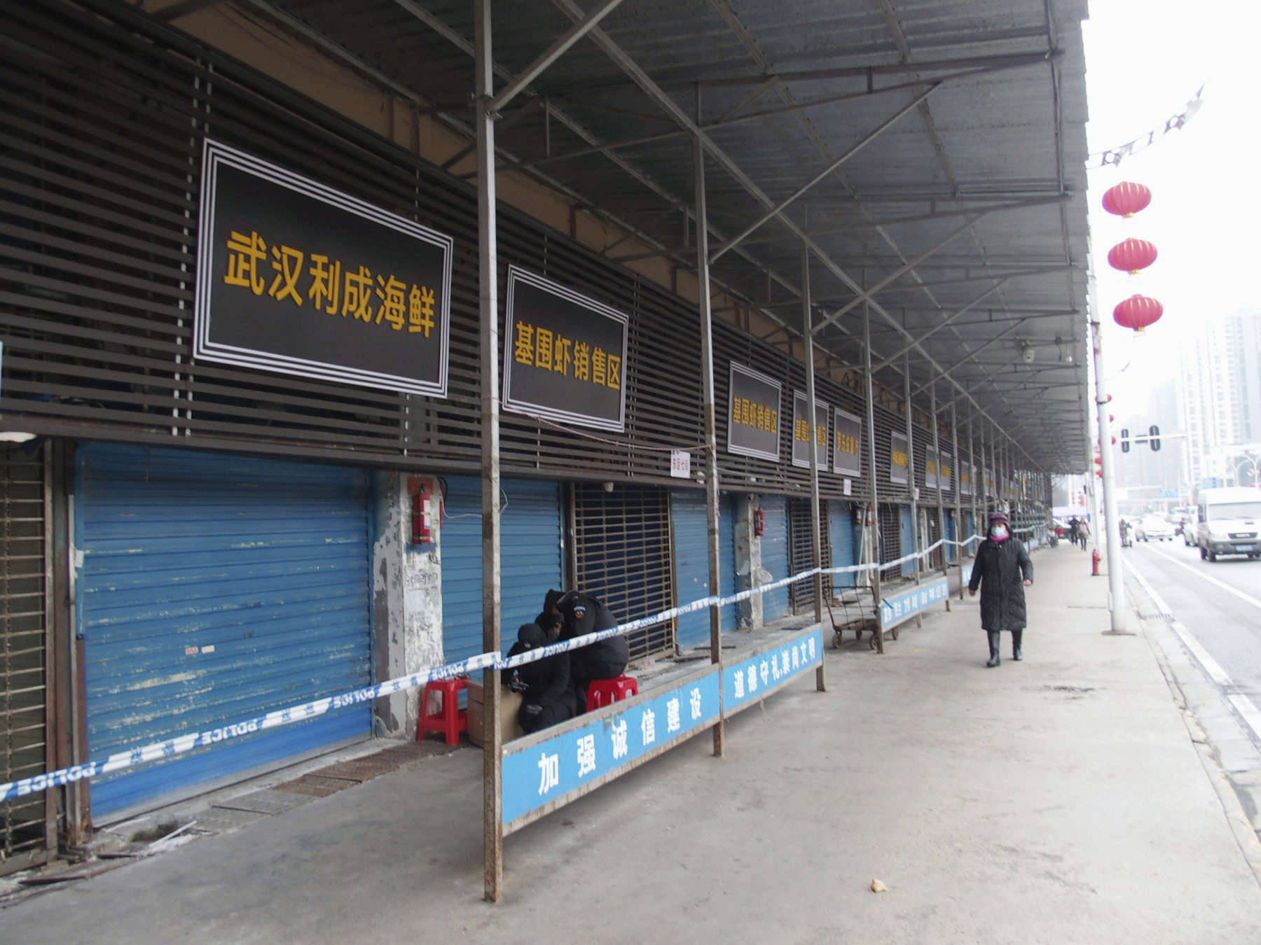 A street in the Chinese city of Wuhan is almost deserted as the shutdown of the seafood market, which has been linked to cases of a new coronavirus, continues on Jan. 17, 2020.