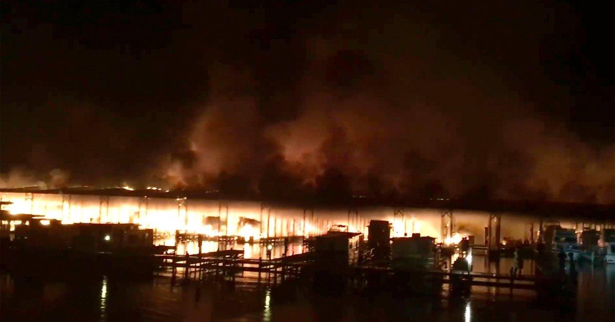 Смертельные случаи подтверждены после пожара на причале в Алабаме thumbnail