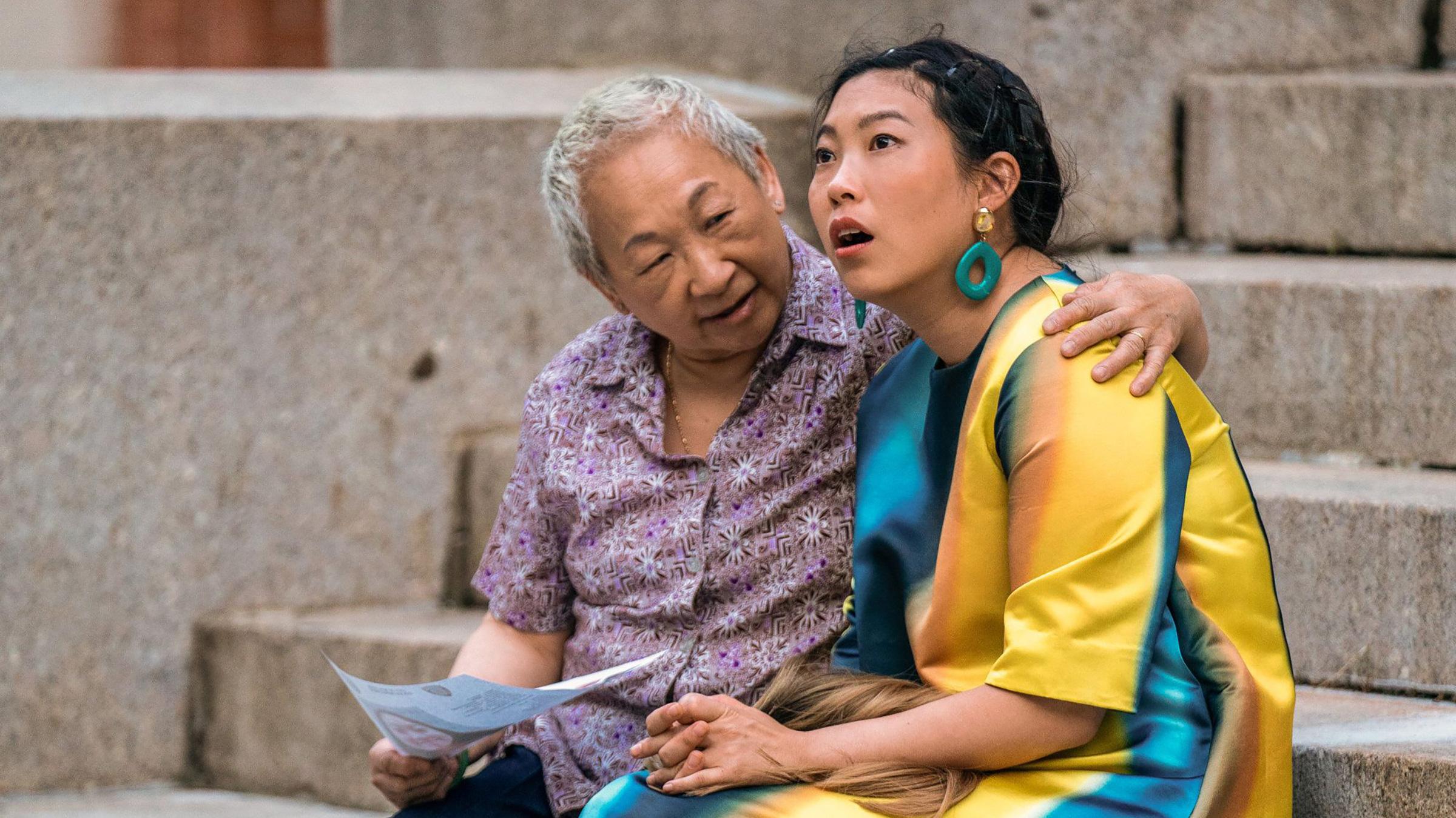 Awkwafina переносит азиатско-американский развлекательный ренессанс на новые высоты в Норе из Квинса thumbnail