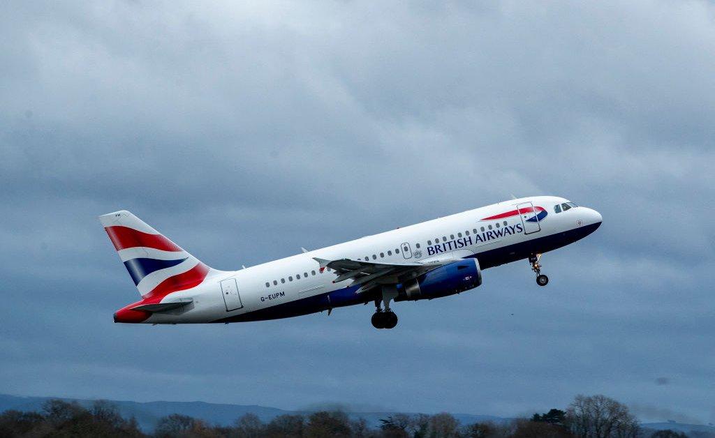 Авиакомпании приостанавливают полеты в Китай на фоне вспышки коронавируса в Ухане thumbnail