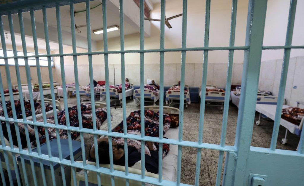 Американец от голодовки умер после шести лет в египетской тюрьме thumbnail