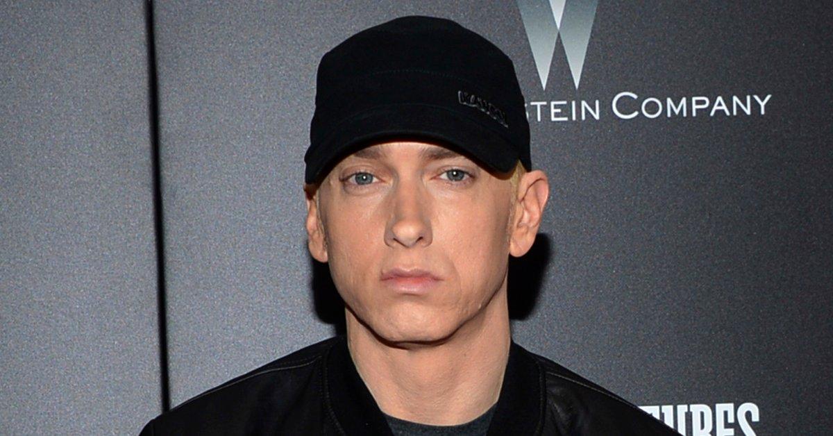Eminem Drops Surprise Album и сторонники контроля над оружием в новом музыкальном видео thumbnail