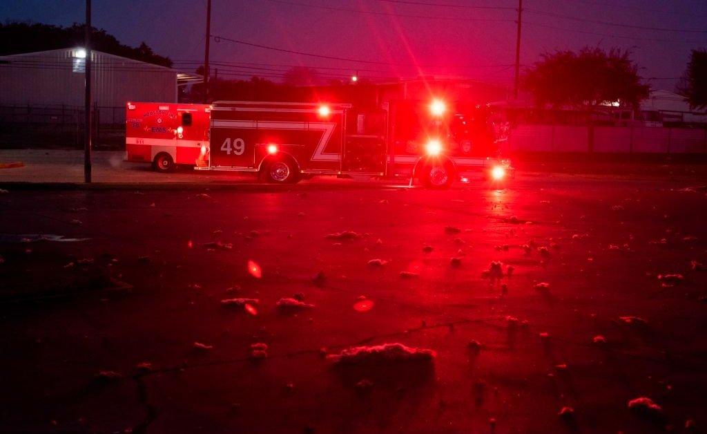 Взрыв промышленного здания в Хьюстоне разрушает дома thumbnail